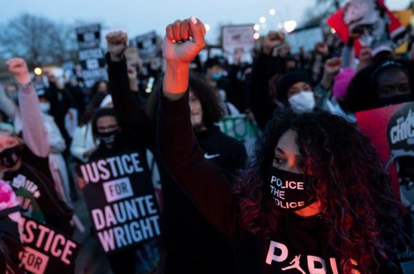 Протести край Минеаполис заради чернокож, убит от полицайка