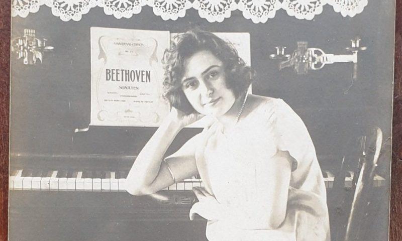 В Карлово е имало Царица на Розата през 1930 година, цар Борис Трети присъствал на празника/СНИМКИ, ДОКУМЕНТИ/