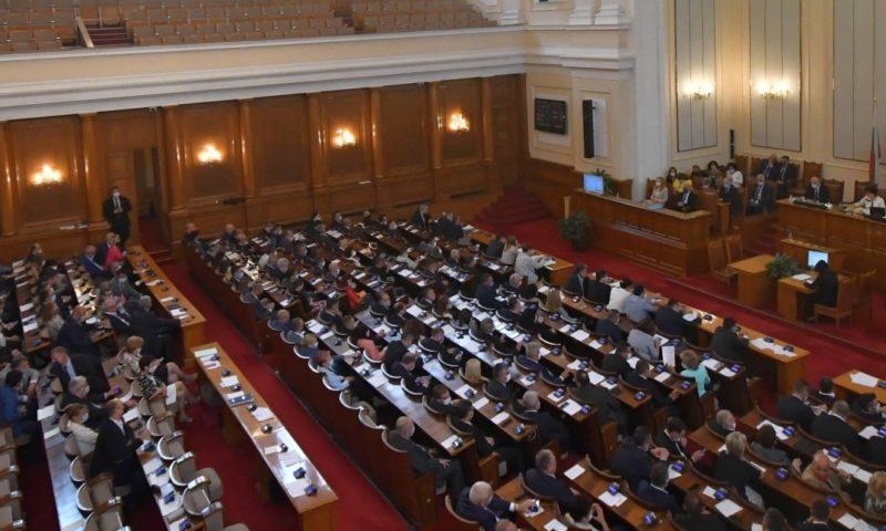 Парламентът с последно заседание – пак скандали, принудиха МС да отидат в зала