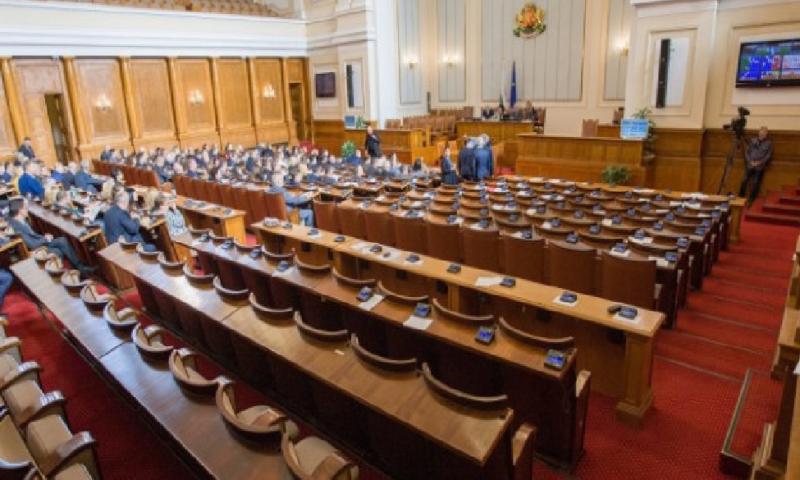 Политолог изчисли по колко депутата ще имат партиите след 11 юли