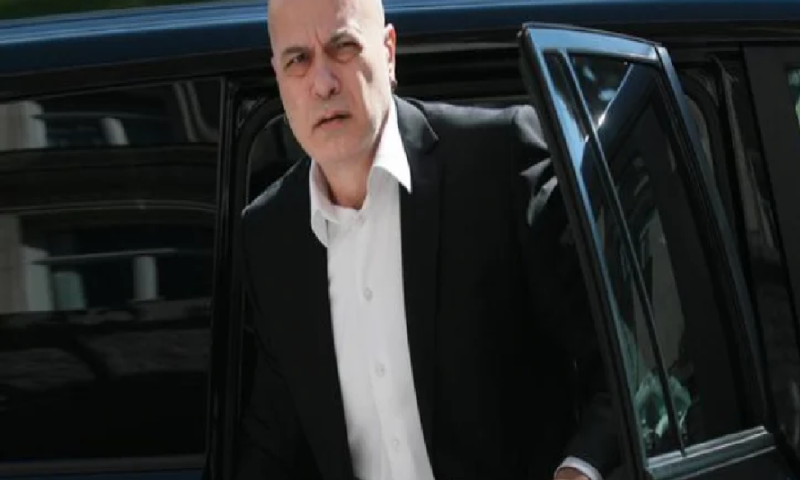 """Файненшъл таймс с коментар за изпълнителя на турбофолк, който се кани да управлява България в стил """"анти"""""""