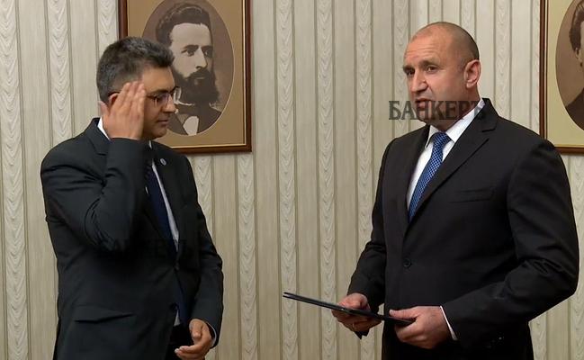 Президентът Радев връчи мандат на Пламен Николов – През обектива
