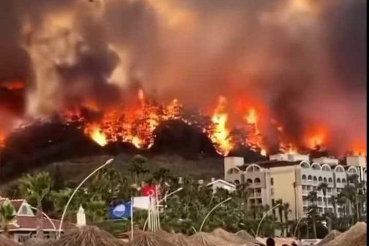 Расте броят на жертвите и пострадалите при огнените стихии в Южна Европа (ВИДЕО)